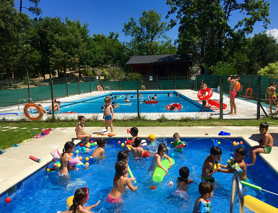 colexio_guillelme_brown-summer-camp_pool1